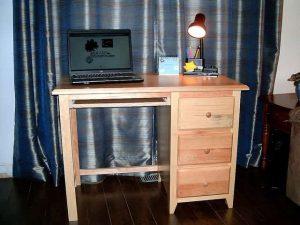 fenyő íróasztal